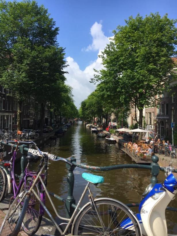 Canal et petite terrasse 't Smalle Drinken